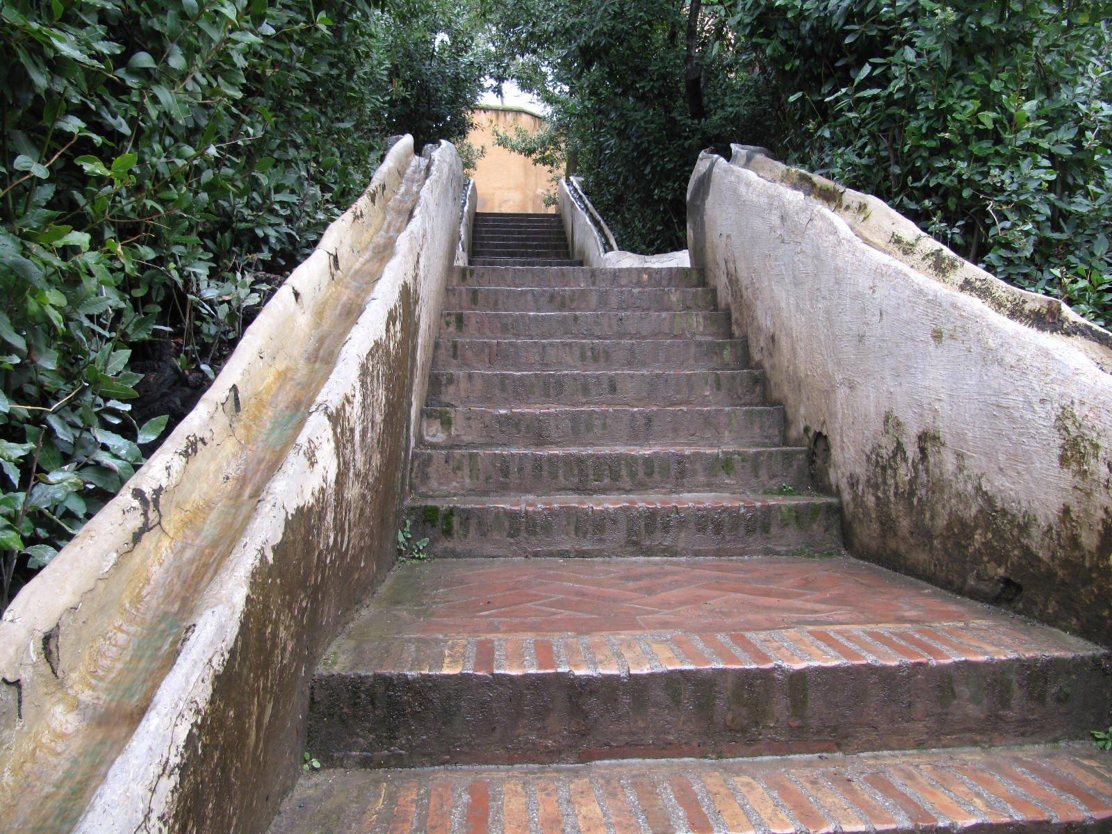 Grenade avec alex 15 au 18 fevrier 2011 autobiographie connais toi toi m me for Escalier dans un jardin